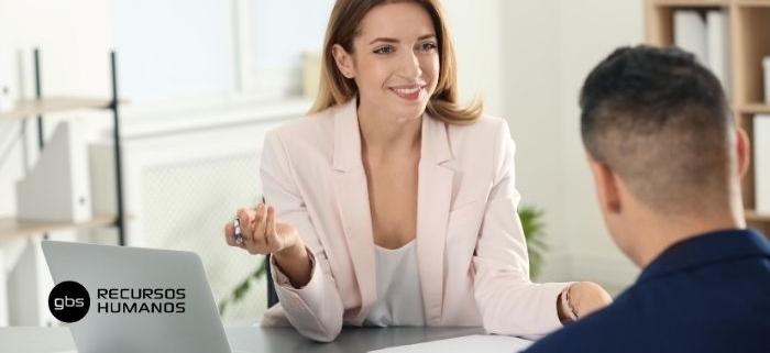 Candidato haciendo una entrevista